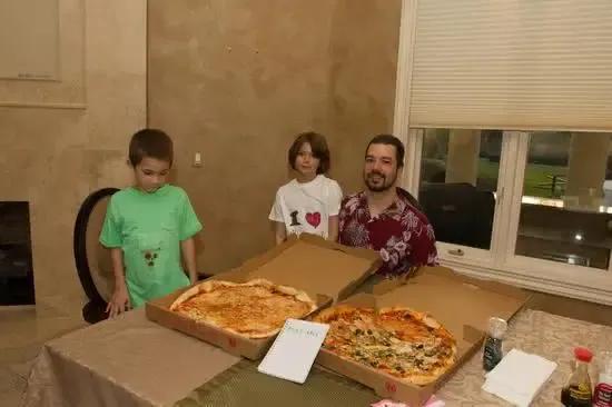 比特币第一笔交易,他用10000比特币换了2盒披萨