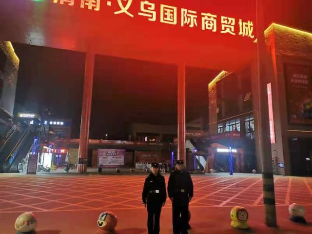 【公安要闻】临渭区副区长、公安分局局长杨卫军深入一线督导圣诞安保工作插图5