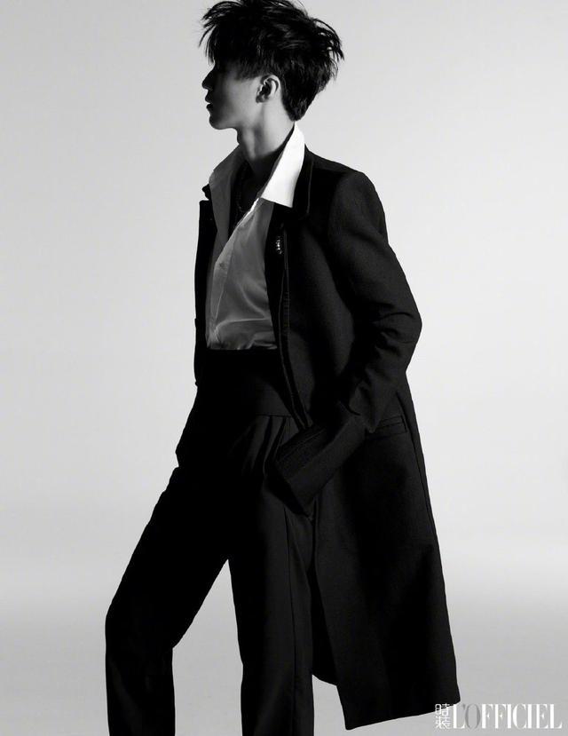 王俊凯黑白质感大片曝光 光影间映衬出少年沉稳的目光插图8