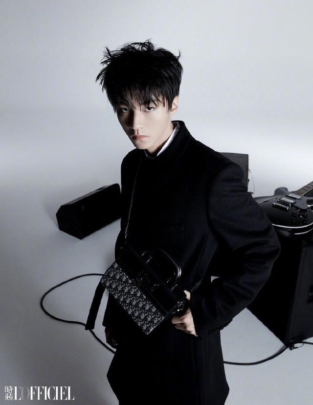 王俊凯黑白质感大片曝光 光影间映衬出少年沉稳的目光插图10