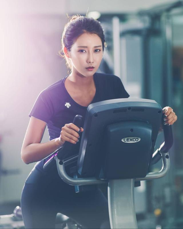 韩国高冷车模柳多妍,翘圆臀加大长腿性感魅惑,臀腿综合训练打造插图9