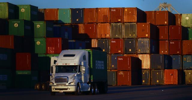 中国对美贸易激增,全美抢购中国制造,美媒:特朗普的梦该醒了
