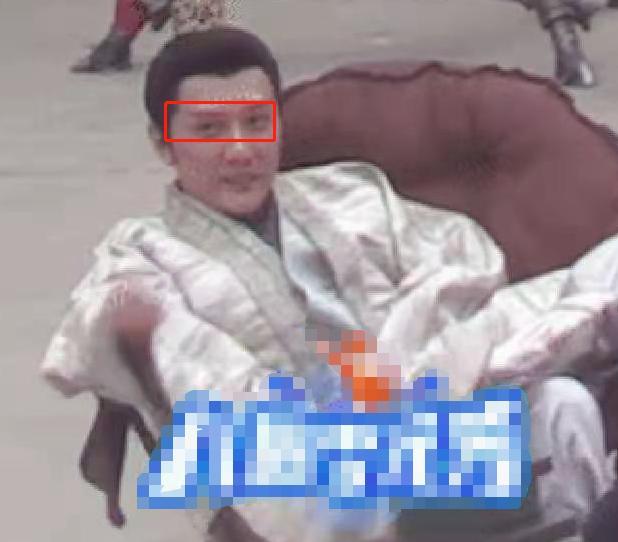 冯绍峰新剧路透曝光,瘫坐片场不修边幅,被疑步入中年危机?插图4